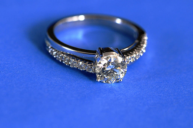 How to buy an engagement ring (for less $$$)!