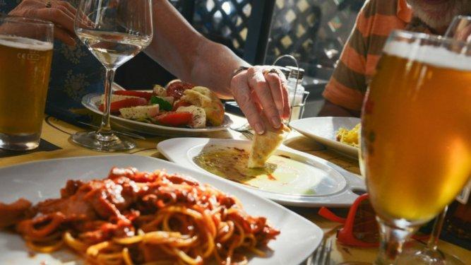 millennials-eating-out